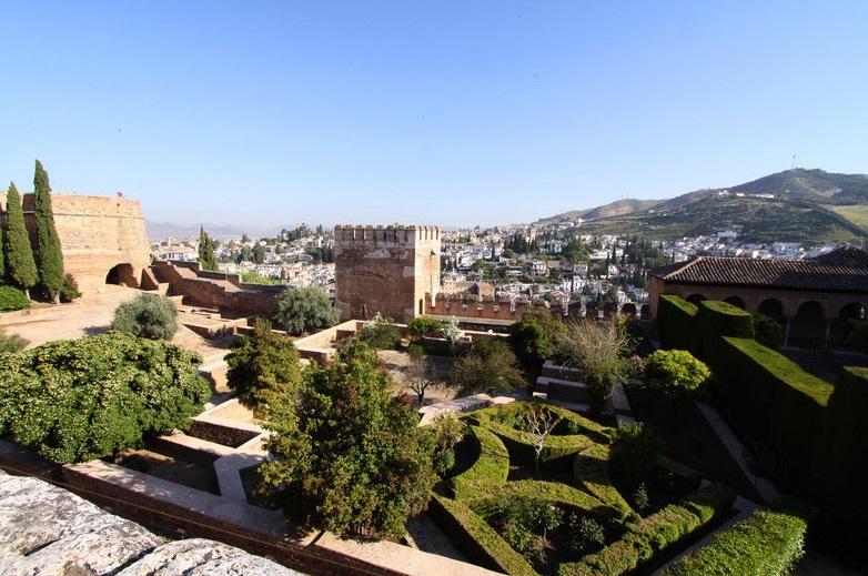 granada-alhambra-nasrid-palace-garden-large