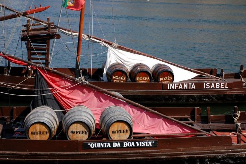 Porto_wine_barrels_(7872306736)