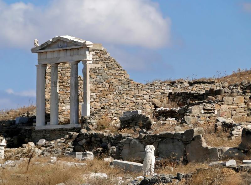 Temple_of_Isis,_Delos_01