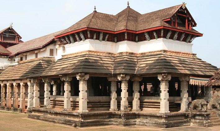 1000-pillar-temple-moodabidri