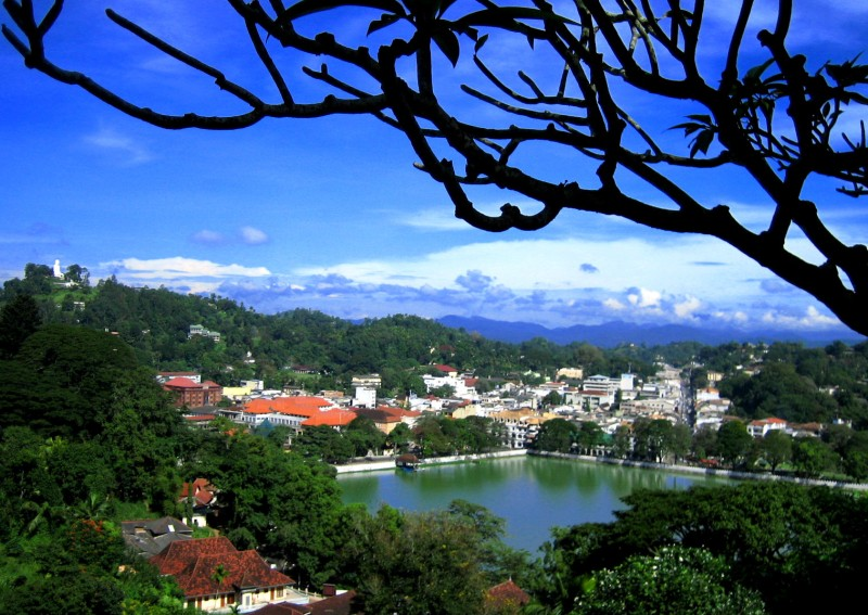 Beautiful_view_of_Kandy_001